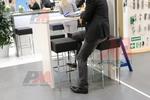 удобни бар столове със стойка за крака