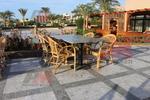 Столове от ратан за лятно заведения