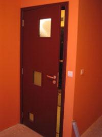 Лакирана врата за всекидневна