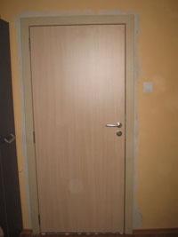 Плътна ламинатна врата от МДФ от бяло дърво