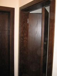 Интериорна врата тип Хармоника от тъмно дърво