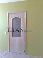 Интериорна врата със стъкло по поръчка
