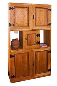 Шкаф с дърворезба