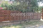 висока плътна дървена ограда