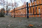 Ограда дървена по поръчка за обществена градинка