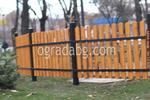 ограда от метал и дърво