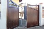 изработка на дървени портални врати