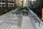 парапет метален за стълбища