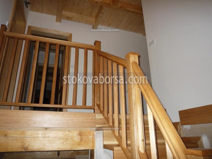 дървени парапети за стълби
