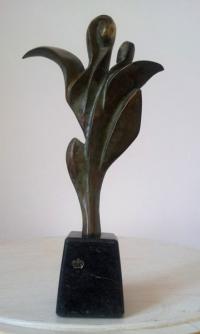 Авторска бронзова скулптура Богородица лале