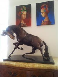 Авторска бронзова скулптура Кон